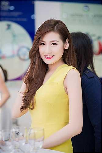 Á hậu Tú Anh cũng chính là người dành cho Thanh Tú nhiều lời khuyên bổ ích trong quá trình cô tham dự vòng chung kết cuộc thi Hoa hậu Việt Nam 2014 tại Phú Quốc.
