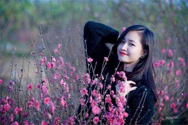Nguyễn Lê Vi - hot girl năm thứ nhất Đại học Thăng Long sở hữu nụ cười tỏa nắng, gương mặt thanh tú. Lê Vi được xem là bản sao của MC Vân Hugo.