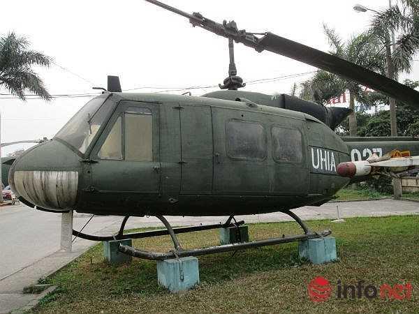 UH-1 Huey được phát triển vào năm 1955 trong quân đội Mỹ. Chiếc máy bay được sử dụng vào năm 1959 và đưa vào sản xuất hàng loạt năm 1962 dưới tên UH-1  Iroquois. Chiếc cuối cùng xuất xưởng năm 1976 với hơn 16.000 chiếc được sản xuất. (Theo Infonet)