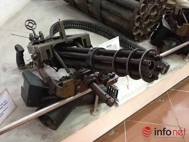 Súng minigan của các xạ thủ máy bay UH-1 dùng trong chiến đấu. (Theo Infonet)
