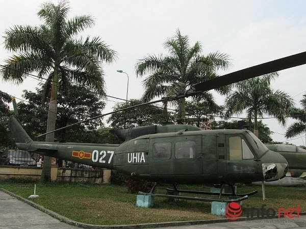 """Trong cuộc chiến tranh chống Mỹ ở Việt Nam, trực thăng UH-1 một thời đã đóng vai trò chủ lực trong chiến thuật """"trực thăng vận"""" của Mỹ với hình ảnh những chiếc UH-1 bay rợp bầu trời miền Nam. (Theo Infonet)"""