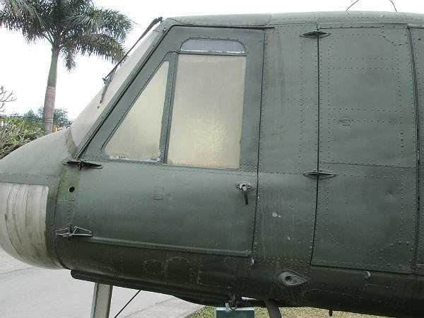 Khoảng 7000 chiếc trực thăng UH-1 được Mỹ triển khai trong Chiến tranh Việt Nam. Sau 1975, Quân đội Nhân dân Việt Nam đã thu được 50 chiếc UH-1 còn nguyên vẹn của Mỹ và sử dụng cho nhiệm vụ bảo vệ Tổ quốc sau này, đặc biệt là chiến dịch bảo vệ biên giới Tổ quốc 1975-1979. (Theo Infonet)