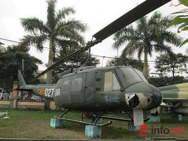 UH-1 gắn với Phi đội 1, Trung đoàn Không quân 917 đã lập nhiều chiến công bảo vệ biển, đảo Tổ quốc, bảo vệ biên giới Tây Nam, thực hiện truy quét Phun Rô ở Tây Nguyên, làm nhiệm vụ quốc tế ở Campuchia, bay phục vụ khai thác dầu khí….(Theo Infonet)