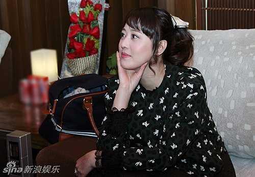 Mới đây, trên trang Sina bất ngờ đăng tải hình ảnh Châu Hải My đang thu âm ca khúc mới. Hình ảnh nữ diễn viên 49 tuổi tại phòng thu khiến khán giả bất ngờ