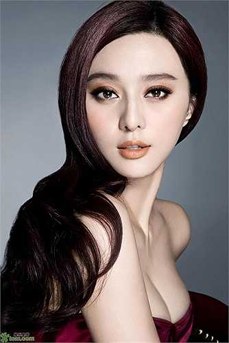 Vẻ đẹp ngoại hình của búp bê Trung Hoa được tận dụng triệt để trong bộ phim Võ Tắc Thiên truyền kỳ.