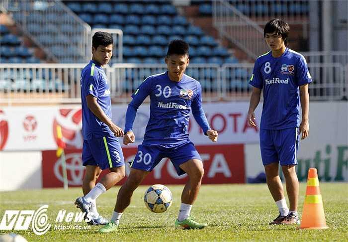 Theo Thầy Giôm, Than Quảng Ninh là một đội bóng khá mạnh và có 2 tiền đạo ngoại có phong độ cao.