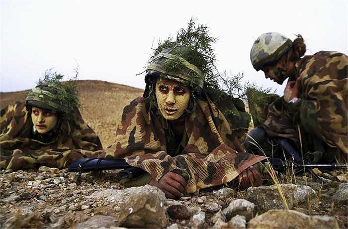 Cách ngụy trang của nữ binh sĩ Israel