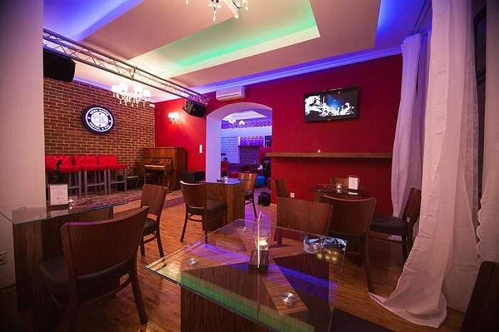 14. Nhà nghỉ Greg & Tom Beer, Krakow, Ba Lan: Tại đây bạn có thể được thưởng thức những đồ uống ngon nhất, đặc biệt là bia.