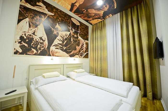 Giá cả ở đây cũng khá mềm. 9,9 bảng Anh (khoảng 320.000 đồng)/giường khu ký túc chung và 15,9 bảng Anh (khoảng hơn 500.000 đồng)/phòng đôi.