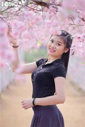 Dù mới chỉ là sinh viên năm nhất nhưng Huyền Trang đã tham gia vào hàng loạt các hoạt động lớn nhỏ. Mới đây, 9x xứ Nghệ tham gia đóng MV Mồng một Tết của VTV.