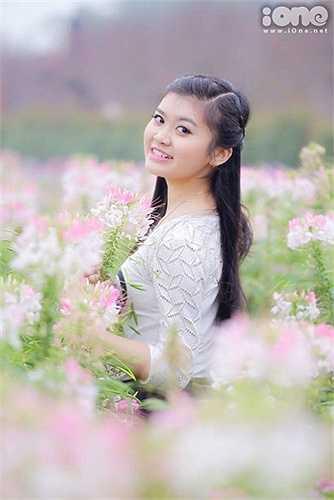 Ngoài ra, Huyền Trang còn có rất nhiều tài lẻ như ca hát, chơi đàn, vẽ tranh... Sắp tới, cô bạn còn tham dự vào một cuộc thi Miss để thử sức và làm quen, học hỏi kinh nghiệm từ mọi người.