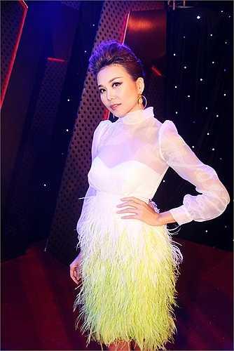 Cùng ngắm Thanh Hằng sành điệu trong ngày ra mắt phim: