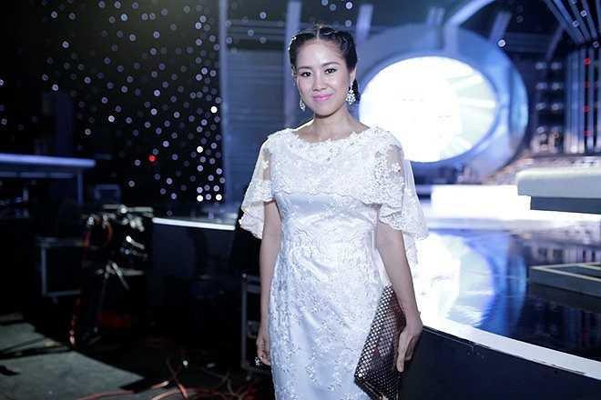 Trong lần đầu tiên xuất hiện sau lùm xùm hôn nhân, Lê Phương cũng rất xinh đẹp và rạng rỡ dù trước đó có nguồn tin tiết lộ, cô phải nhập viện vì cú sốc tình cảm.