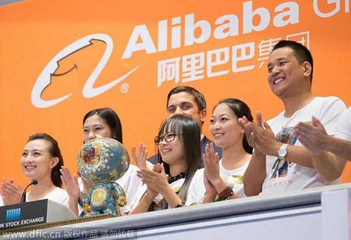 Cái tên Alibaba xuất phát từ truyện cổ tích 'Alibaba và 40 tên cướp', nổi tiếng với câu thần chú 'Vừng ơi, mở ra' được dùng để mở cửa vào kho báu bí mật. Jack Ma cho biết, công ty Alibaba ra đời với mục đích để mở ra một cánh cửa mới với những công ty vừa và nhỏ tại Trung Quốc. Alibaba hiện có hơn 100 triệu người mua trực tuyến ghé thăm và mua sắm tại trang web của họ mỗi ngày. Ngoài ra, công ty này cũng tạo ra 40 triệu việc làm, trực tiếp hoặc gián tiếp, ở Trung Quốc.