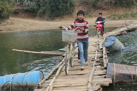 giấc mơ, cây cầu mới, Hòa Bình, dòng sông Bôi, người dân xóm Cành