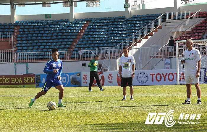 Thầy Giôm cho biết đã sẵn sàng đón tiếp Than Quảng Ninh trên sân nhà. Ông cũng không quá quan tâm tới danh sách U23 Việt Nam được HLV Miura triệu tập sắp tới