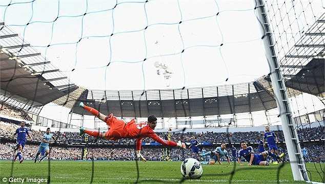 Ở Premier League 2014-15, sau 22 lần ra sân (6 lần chính thức), Lampard đã có 7 bàn thắng. Trong đó 1 bàn vào lưới Chelsea, giúp Man 'xanh' giữ lại được 1 điểm ở Etihad (tỉ số 1-1).