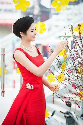 Cùng ngắm thêm những hình ảnh đẹp của Hoa hậu Ngọc Hân: