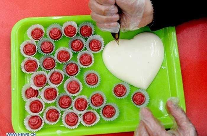 Chocolate tự chế theo ý tưởng của các cặp đôi cũng là món quà ý nghĩa dịp lễ tình nhân