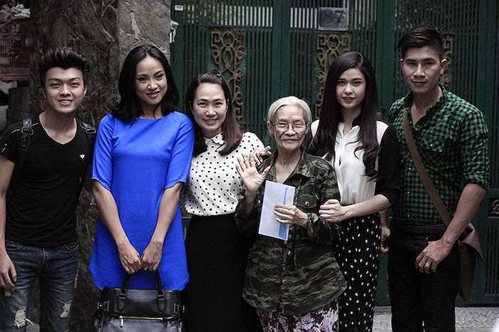Trương Quỳnh Anh đã có chuyến đi từ thiện tại TP.HCM cùng diễn viên Như Phúc, MC Thanh Thảo và ca sỹ Lê Minh Trung, ca sỹ Hoàng Khánh.