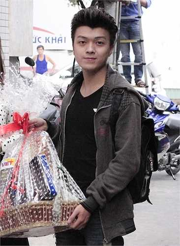 Hoàng Khánh rất tích cực trong công việc từ thiện.