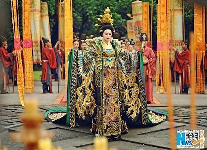 Phạm Băng Băng lộng lẫy trong trang phục khổng tước.