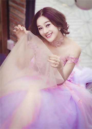 Xuất hiện với chiếc cằm nhọn, công chúa Lâm Chi Khanh bị khán giả nghi ngờ đã đi chỉnh sửa lại.