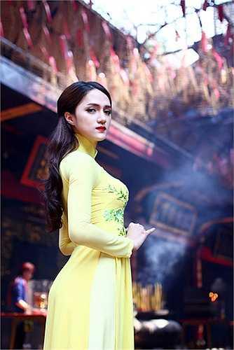 Cô cũng đã có bạn trai Việt kiều tên Criss.