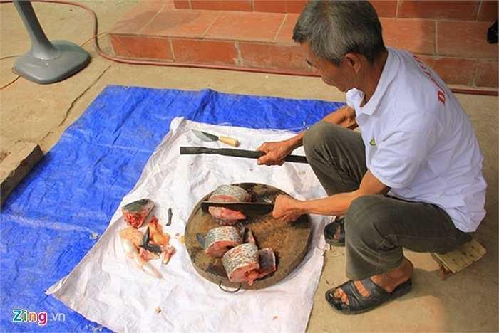 Hiện tại, một niêu cá kho loại 1kg nguyên liệu có giá 400.000 đồng, loại niêu to 4,5 kg giá lên đến 1,1 triệu đồng.