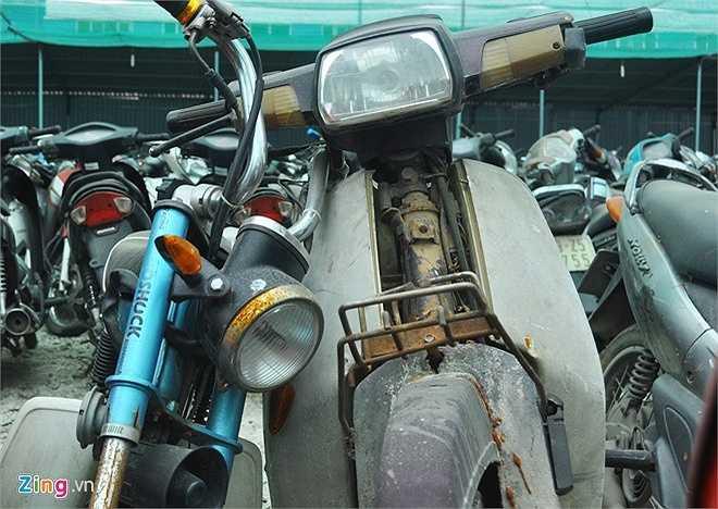 Một chiếc xe Dream bị hoen gỉ, hư hỏng nhiều bộ phận không thể sử dụng lại. (Theo Zing)