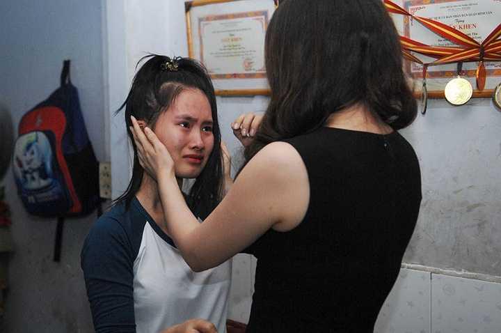 Vì bận rất nhiều công việc vào những ngày cuối năm nên ca sĩ Hồ Quỳnh Hương đã chia tay sớm với gia đình