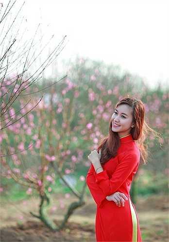 Thỉnh thoảng lại muốn biến mình thành một nàng công chúa giữa thiên nhiên tươi mát với chiếc váy hồng gợi cảm.