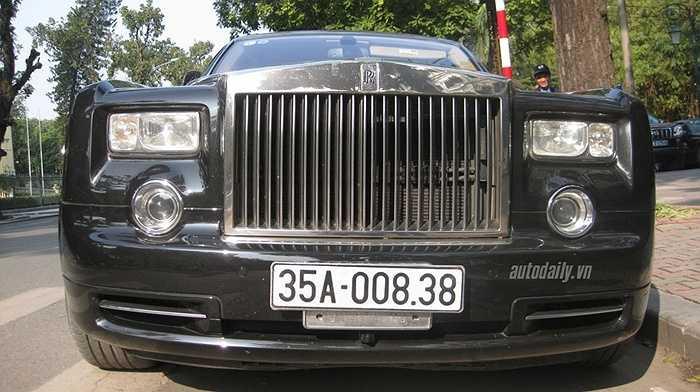 Tháng 3/2012, chiếc Rolls-Royce Phantom Rồng mang số hiệu 01 trên tổng số 33 chiếc dành riêng cho thị trường châu Á đã bất ngờ có mặt tại gara của một đại gia Ninh Bình với mức giá được cho là không dưới 37 tỷ đồng.