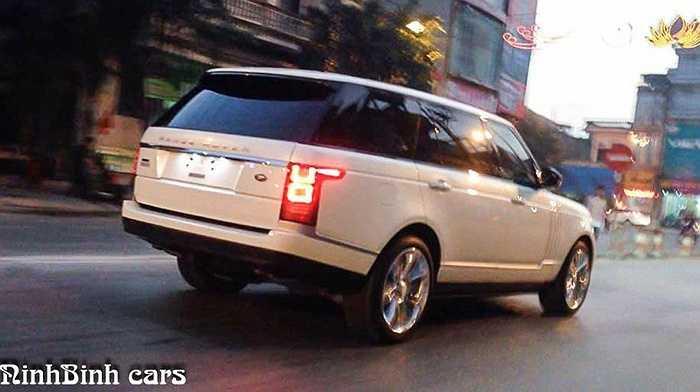Phiên bản Autobiography LWB Edition (của dòng xe Anh quốc Range Rover) màu trắng độc nhất vô nhị tại Việt Nam và cũng chỉ có 25 chiếc trên toàn thế giới. Điều này đã thể hiện sự chịu chơi của những đại gia nơi đây đến mức độ nào.