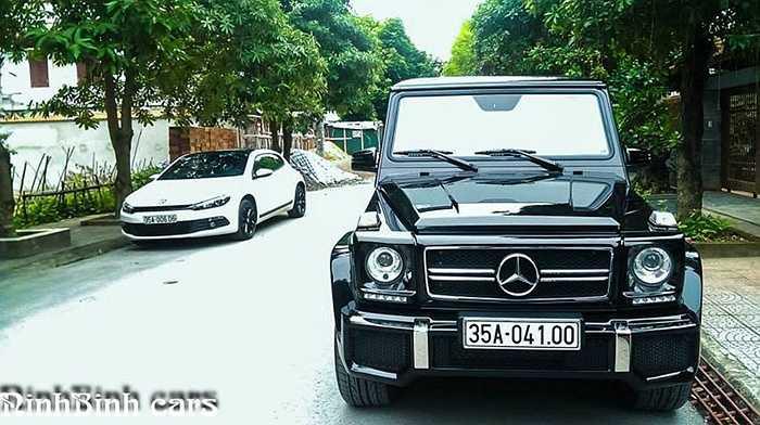 Tại Việt Nam, Mercedes G63 AMG được phân phối chính hãng với giá hơn 7,7 tỷ đồng. Xe có thiết kế hầm hố và mạnh mẽ theo kiểu nhà binh. Hiện tại, mới chỉ có khoảng hơn chục chiếc G63 AMG chính thức lăn bánh trên đường phố Việt Nam.