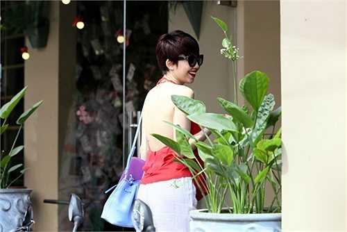 Từ khi sang Mỹ du học và phát triển sự nghiệp ca hát ở hải ngoại, Tóc Tiên ngày càng táo bạo hơn trong phong cách thời trang.