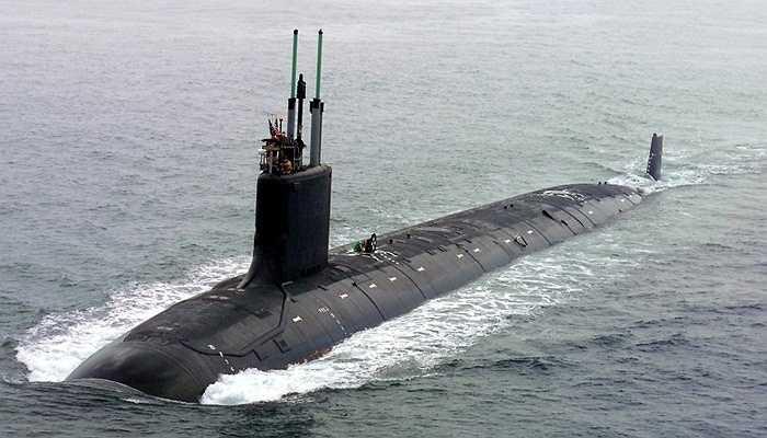 Tàu ngầm Virginia, 2,5 tỷ USD - Đây là loại tàu ngầm tấn công được phát triển dành cho nhiều nhiệm vụ quân sự: tàu tàng hình, chiến đấu ở vùng nước nông, nước sâu. Tàu ngầm này sử dụng một lò phản ứng hạt nhân cùng 4 bệ phóng ngư lôi và 12 bệ tên lửa có thể phóng 16 tên lửa hành trình cùng một lúc