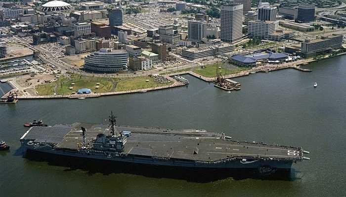 Tàu chiến đấu USS của Mỹ, 3,4 tỷ USD - Một trong những tàu chiến đấu mới nhất của Hải quân Mỹ. Nó có thể chở 34 máy bay (10 máy bay chiến đấu) với diện tích khoang chứa lên tới gần 8.000m2
