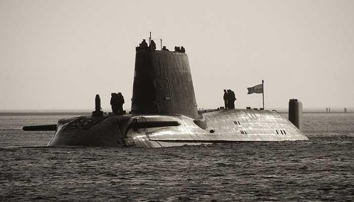 Tàu ngầm HMS Astute, 5,5 tỷ USD - Tàu ngầm được thiết kế với công nghệ hiện đại với khả năng lặn sâu tới 30 dặm cùng hệ thống phóng tên lửa từ biển vào đất liền với khoảng cách hơn 1.000 dặm