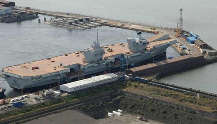 Tàu HMS Queen Elizabeth, 9,3 tỷ USD - Tàu chiến đấu lớn nhất Vương quốc Anh với chiều dài 280m và rộng 70m. Nó nặng tới 65.000 tấn và có thể di chuyển trong vòng 10.000 hải lý mà không cần nạp nhiên liệu.