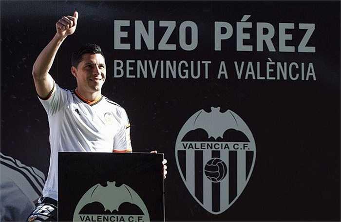 Ngay khi kỳ chuyển nhượng mùa đông mở cửa, Enzo Perez đã chuyển sang Valencia với mức giá kỷ lục 25 triệu euro