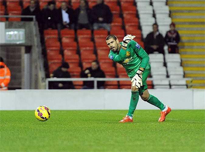 Man Utd mới chỉ bổ sung 1 người duy nhất, đó là Victor Valdes