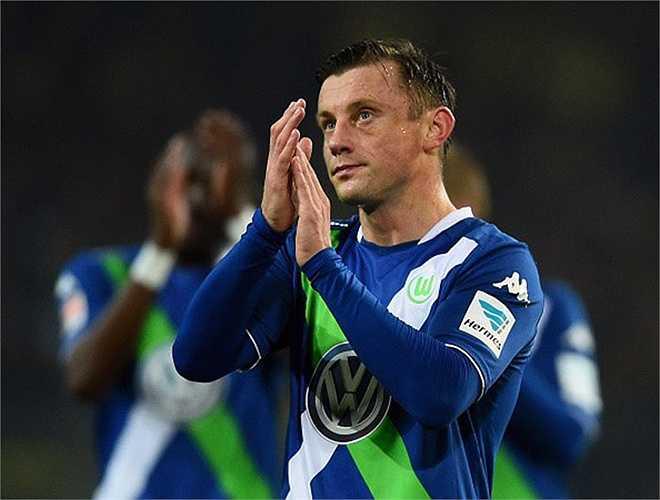 Tiền đạo kỳ cựu Ivica Olic chia tay Wolfsburg để chuyển sang thi đấu cho Hamburg