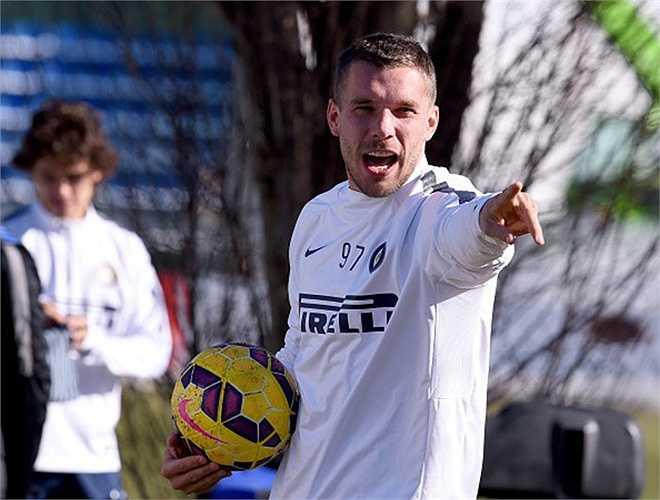 Là nhà vô địch thế giới nhưng Lukas Podolski lại phải bán xới khỏi Arsenal để tìm về Inter