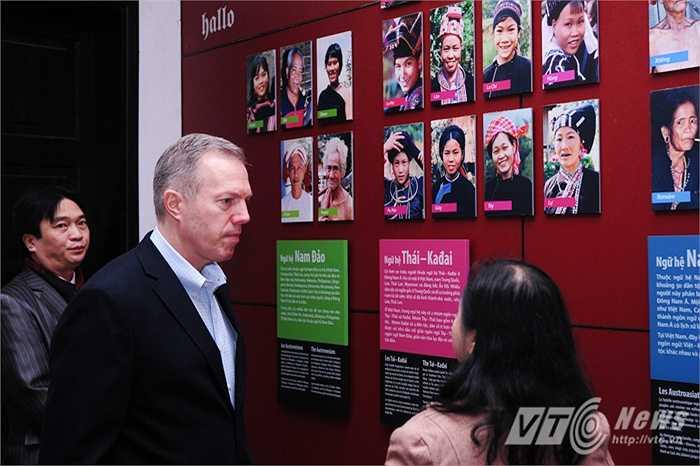 Đại sứ Mỹ Ted Osius đến tham quan Bảo tàng dân tộc học Việt Nam