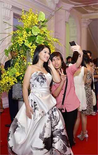 Ngoài ra, cô còn được một ê kíp làm phim của Hàn Quốc ngỏ lời hợp tác trong một dự án phim sắp được thực hiện ở cả Việt Nam và nước ngoài.