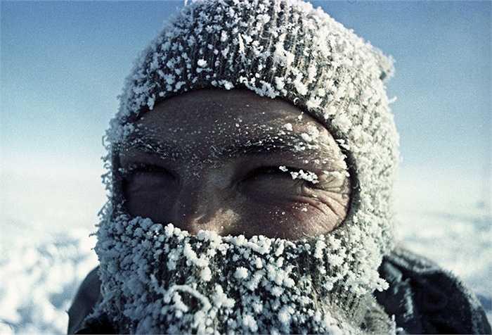 Nhà sinh lý học Alexander Zavadovsky ở trạm nghiên cứu Vostok, Nam Cực