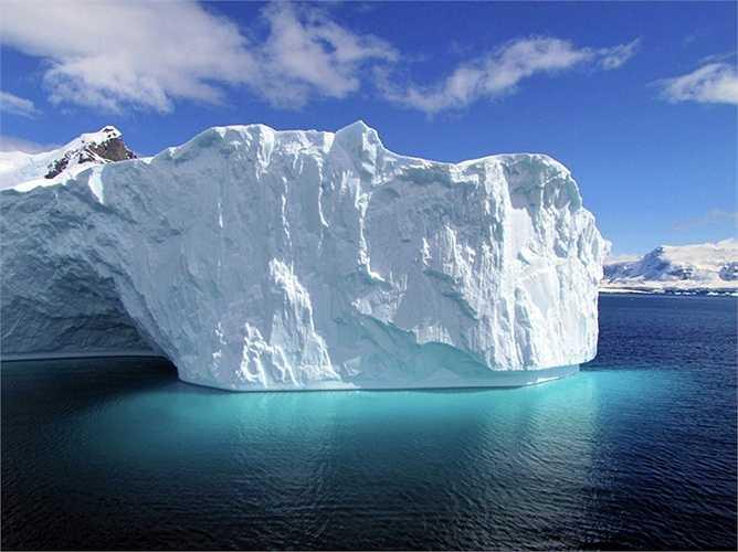 Những tảng băng trôi khổng lồ ở Nam Cực