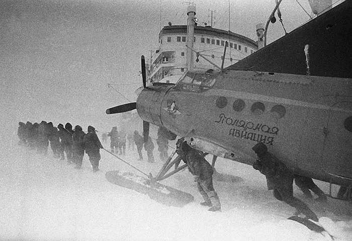 Các phi công sơ tán máy bay trong tuyết ở Nam Cực