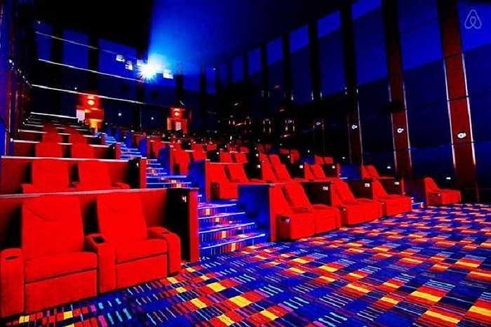 Đặc biệt, Valentine năm nay, rất nhiều cụm rạp đã áp dụng phòng chiếu với ghế sweet couple (ghế dành riêng cho các cặp đôi).